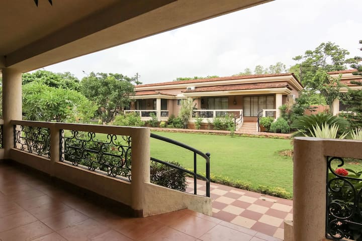 Sunny, Spacious Villa, North Goa for extended stay