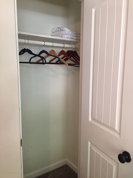 Closet in the small bedroom