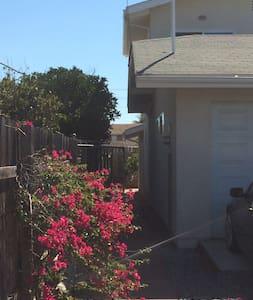 SPACIOUS, CENTRALLY LOCATED - COMPLETE APARTMENT - Chula Vista - Lägenhet