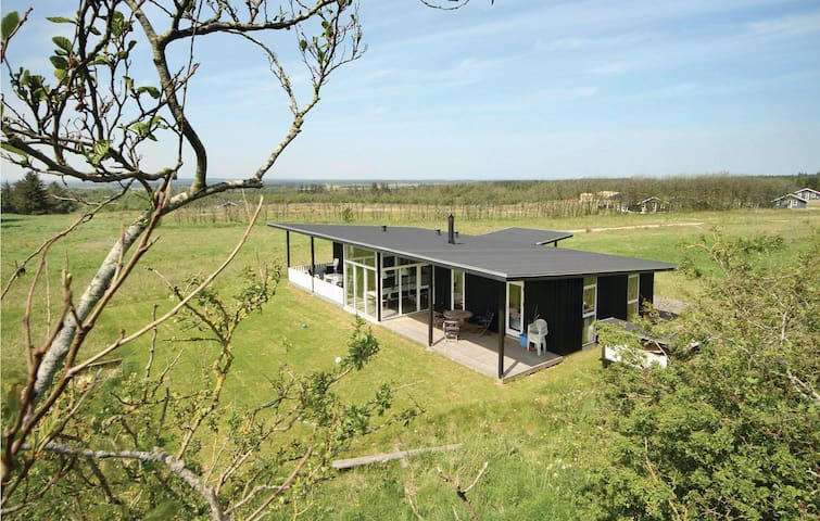 Holiday cottage with 4 bedrooms on 111m² in Fjerritslev