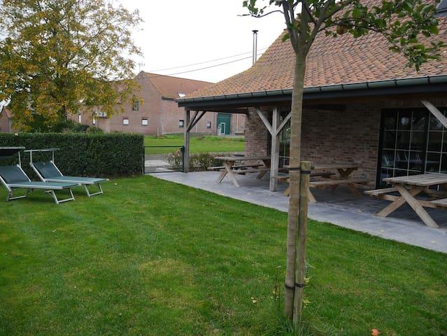 Gîte à la campagne 'La Prairie' de 2à18 personnes - Komen-Waasten - Blockhütte