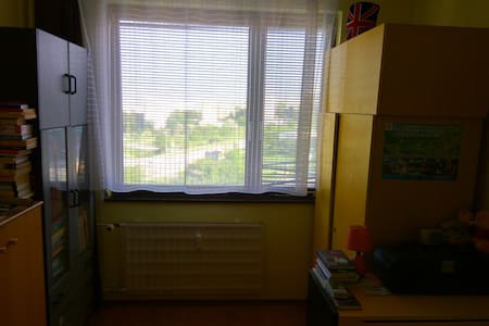 Cozy book lover yellow room with awesome view - Nitra - Apartmen