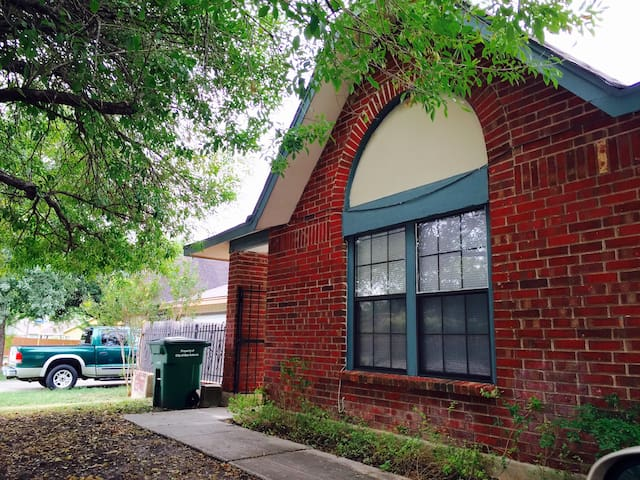Recently redone 2000 sq ft home. Sleeps 8. Less expense than a hotel!  Well located. Close to bus line, major highways, Fiesta Texas and major attractions 15 minutes away.