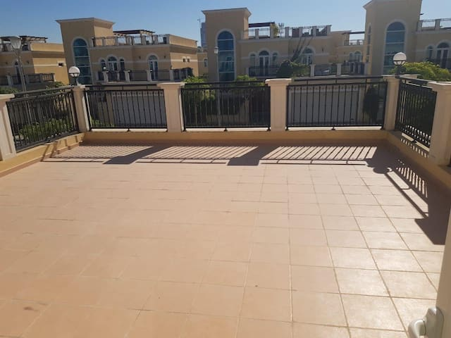 Live like an Arabian in the luxury villa  Jumeirah
