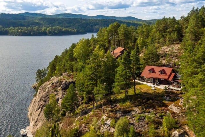 Telemark cabin on a small island.With boat!!