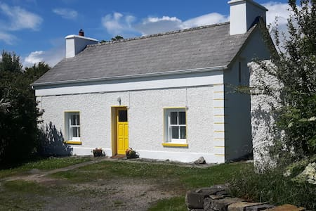 Cosy Traditional Irish Cottage - County Donegal