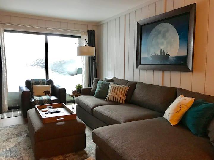 Modern Ski-in/ Ski-out condo at Eagle Lodge