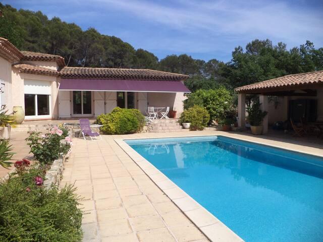 Grande maison provençale avec grande piscine - La Motte - Rumah