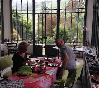 Villa Cathalo chambre d'hôtes (€49) - Labastide-Rouairoux - 住宿加早餐