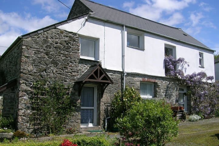 Lovely cottage on Dartmoor, ideal for walking
