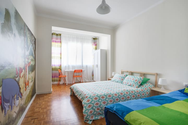 Bright and large room close to metro station