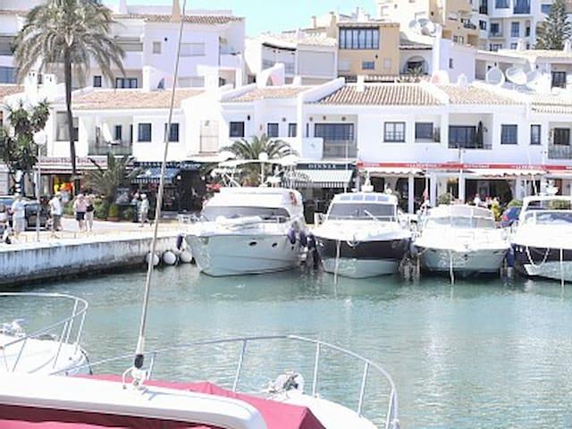 Apartamento en Puerto Cabopino - Marbella - Pis