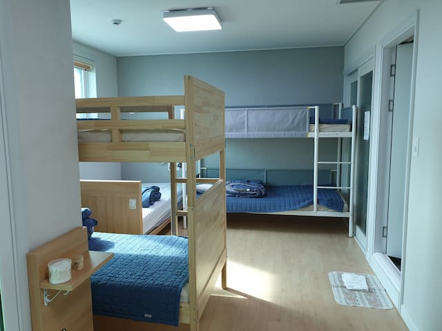 Dormitory(shared rom)- Man [Apple Guesthouse ]
