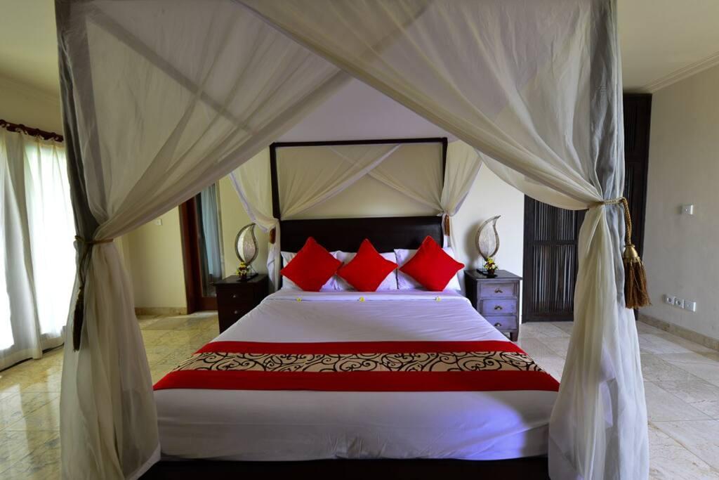 Large Bedroom - King Bed