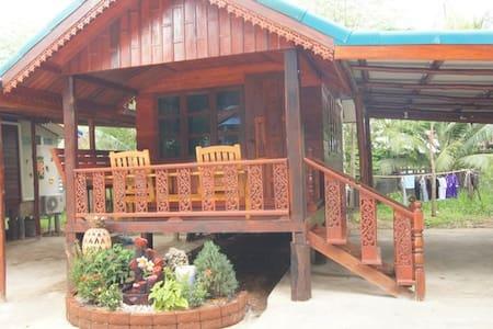 Thai style hut for 2 in big hostel  - เพชรบูรณ์ , ประเทศไทย - Chalet