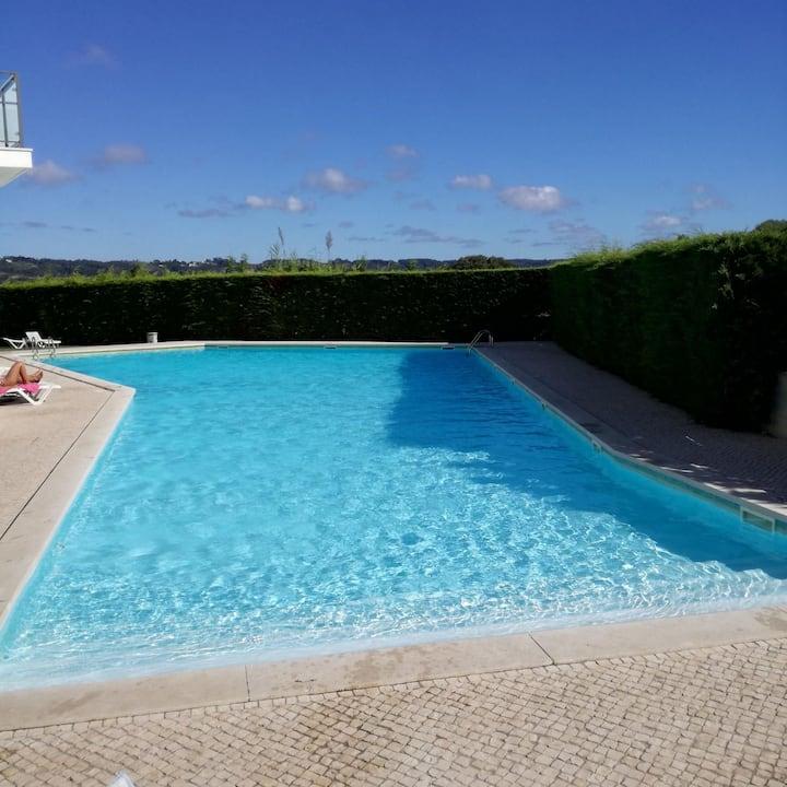 Apartamento T2 espaçoso c/piscina 800mts da praia