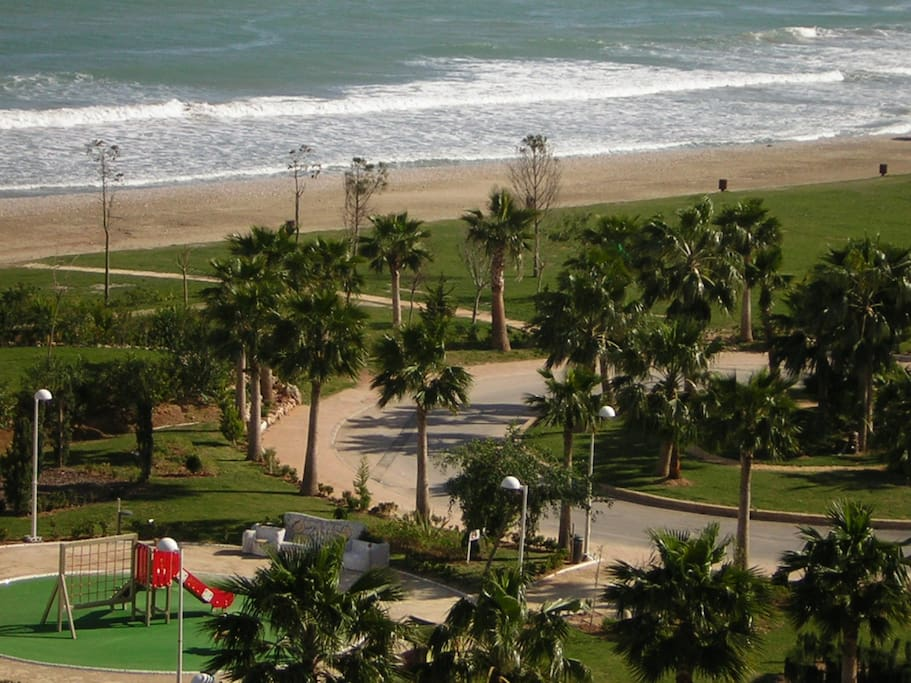 Estupendos parques al lado de la playa