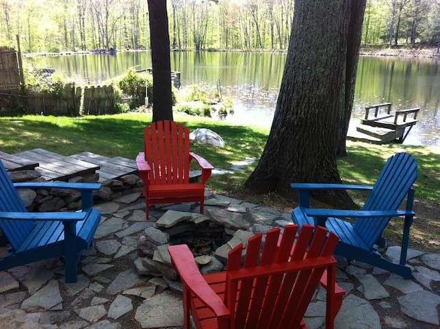 Modern + Cozy Catskills Lakehouse - Pine Bush - Huis
