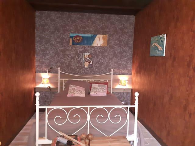 Chambre Cuba  avec  ptit-déj  salle d eau partagée