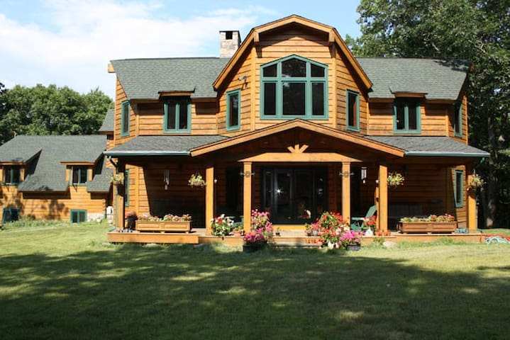 Enjoy Beautiful Bedford Getaway - Bedford - Bed & Breakfast