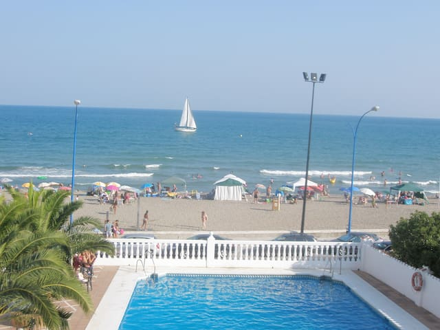 Beachfront Apartment with Pool - Fuengirola - Huoneisto
