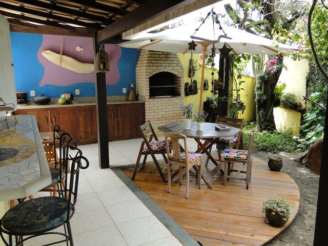 Charmosa casa com jardim em Geribá