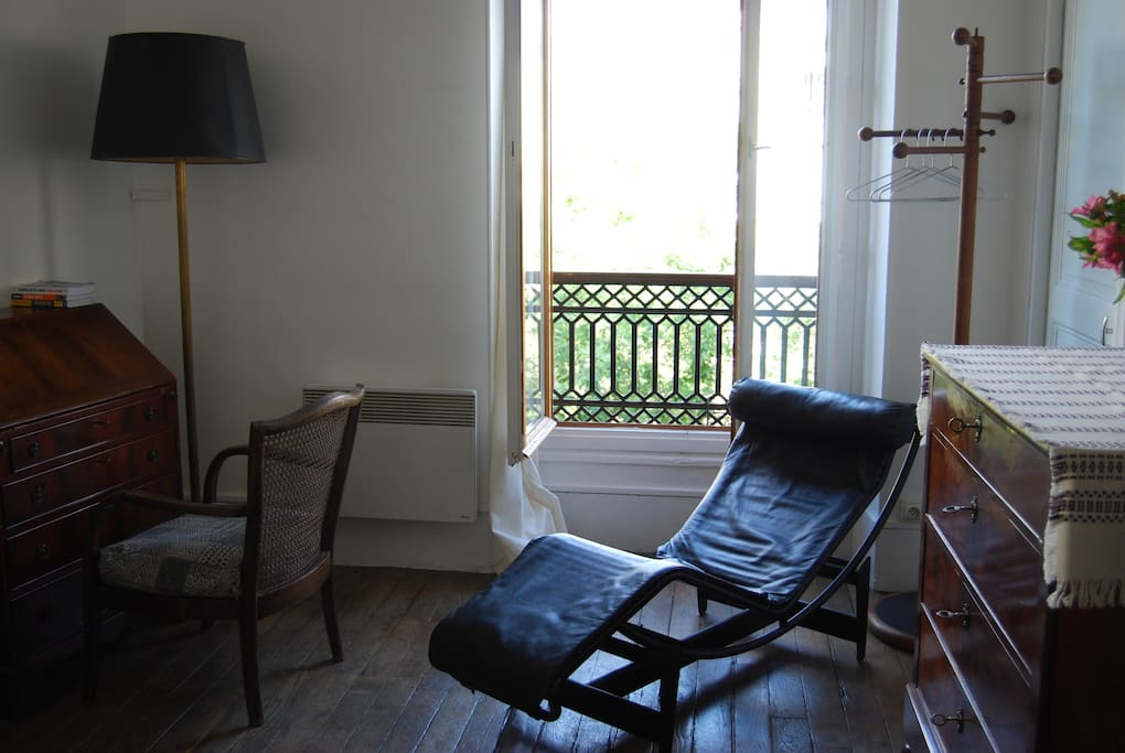 Nice bright room 15m2 paris 11e apartments for rent for Chambre 15m2