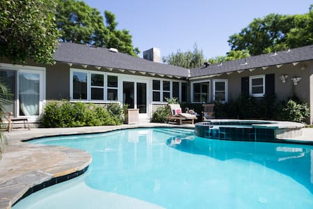 Vintage Style Pool House~Perfect For Disneyland
