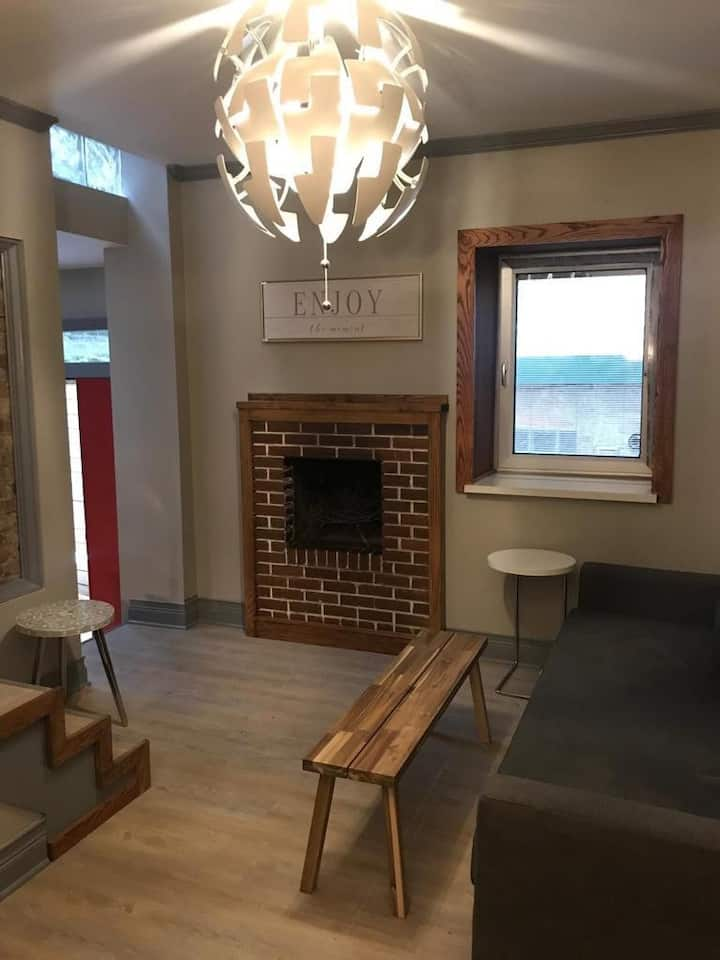 S8 Beautiful One Bedroom in Old Town