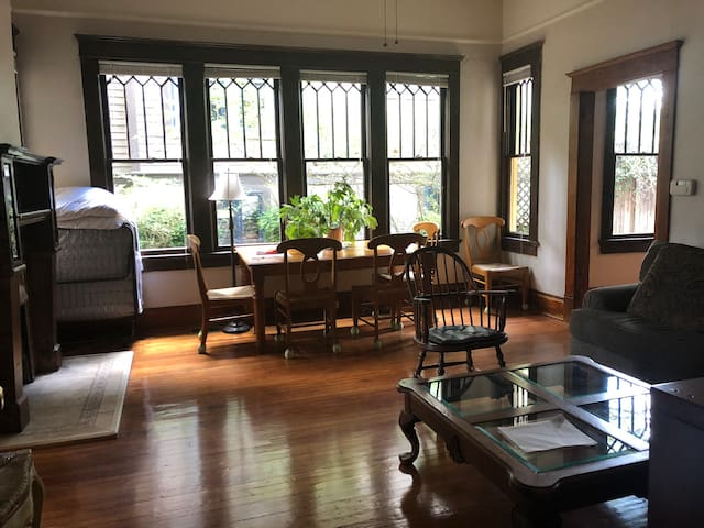 Private apt#2 in Grand 1908 House Candler Park L5P