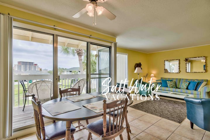 Beautiful Sunny Unit Overlooking Pool and Golf