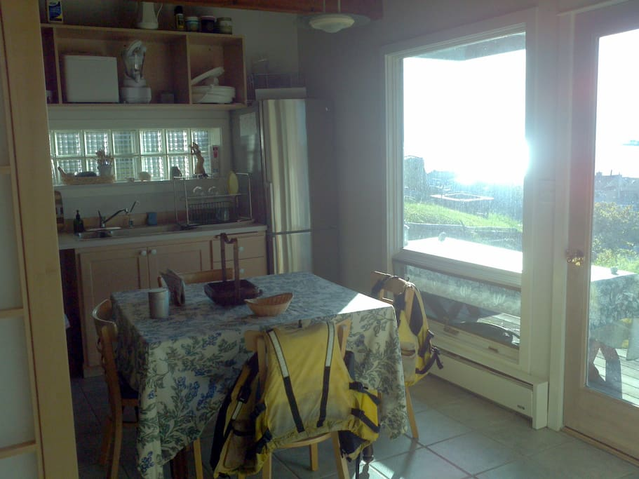 The kitchenette and living area.