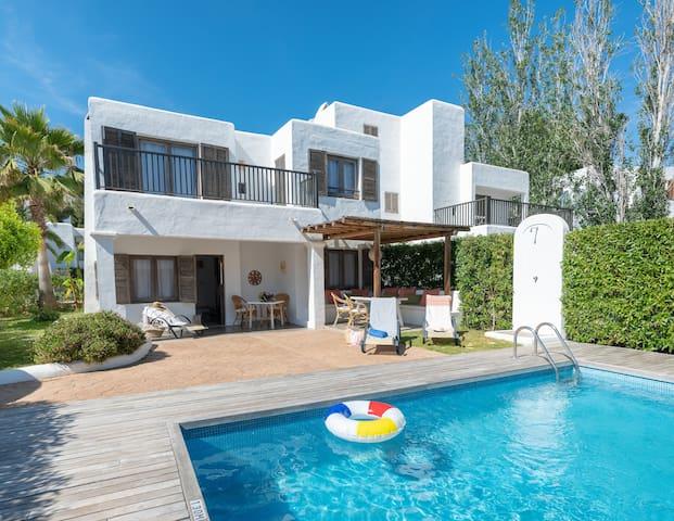 Villa con piscina, jardín y chillout privados
