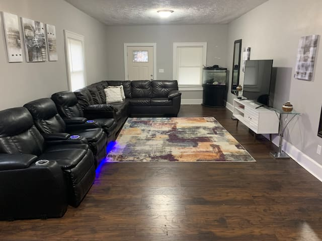 Cozy 3BR 2 Mins from Downtown