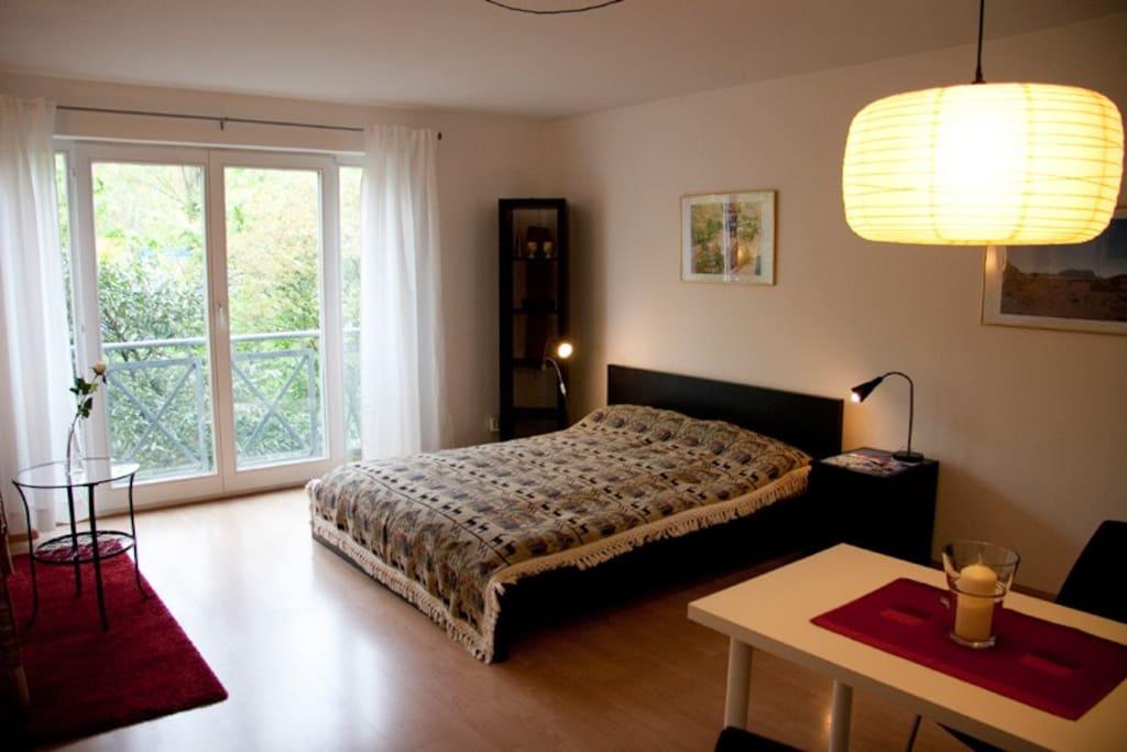 1 Doppelbett, Bettwäsche vorhanden