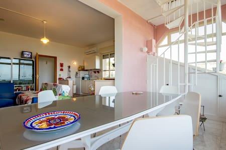 SICILY: PRIVATE ROOM WITH BREAKFAST - Casteldaccia
