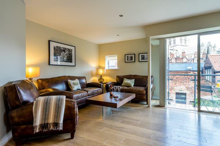 Fabulous York Minster views, 2 beds & 2 balconies!