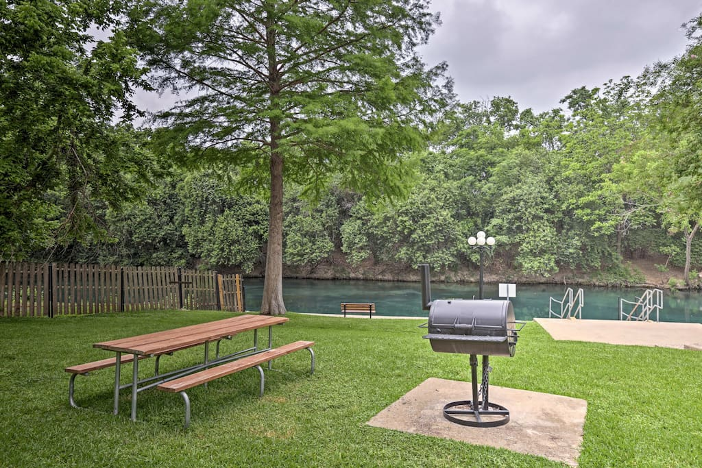 Enjoy community amenities such as charcoal grills, a pool, hot tub, and more.