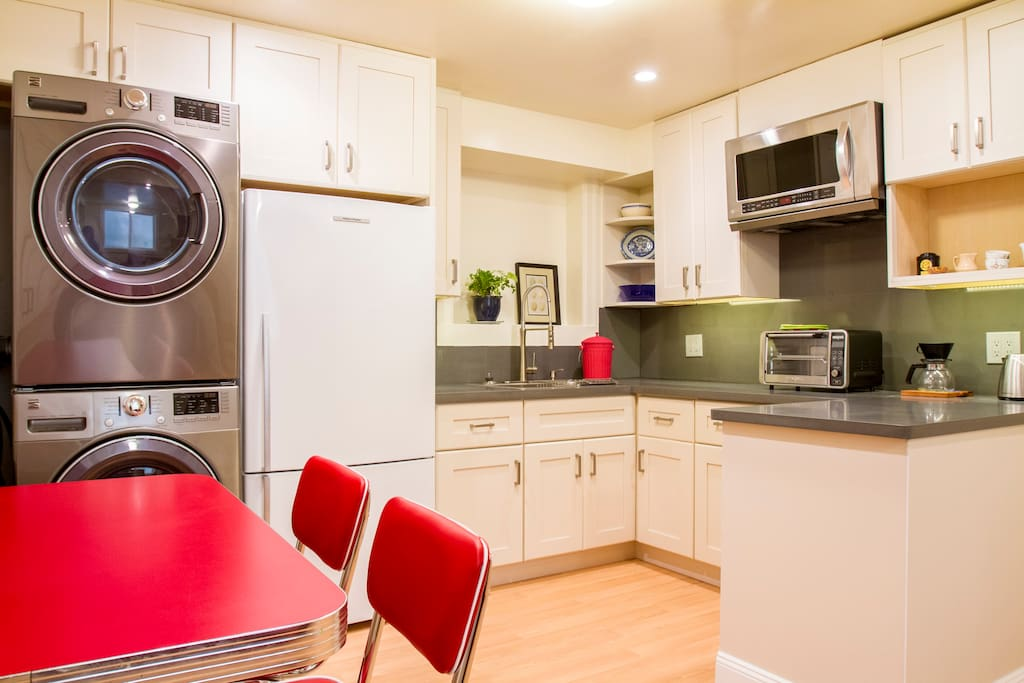 Eat in kitchen with washer and dryer