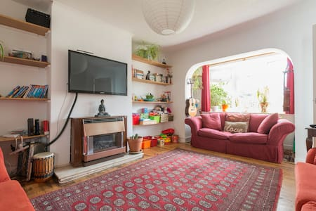 Comfy home for groups and families. Free parking.