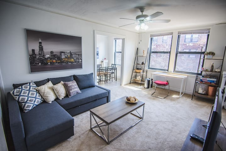 Bright 1BR-1BA -  5min Walk To Lake & Lincoln Park
