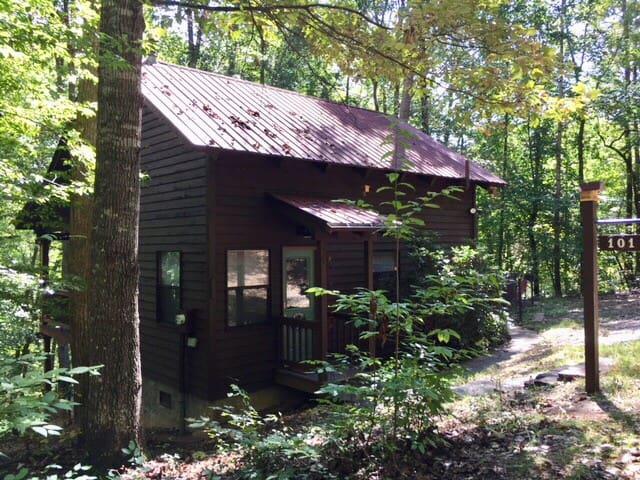 Cozy Woodland Cabin Retreat