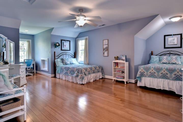 Captivating Cottage Escape for 4 - 2 double beds