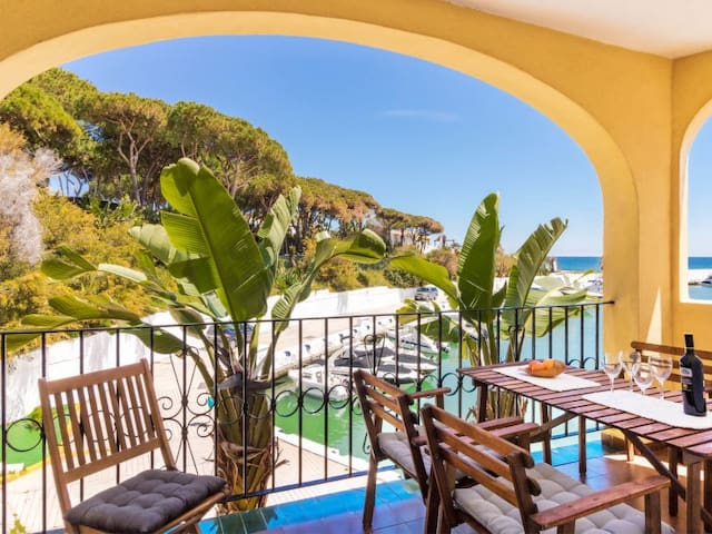 Cozy beachfront apartment