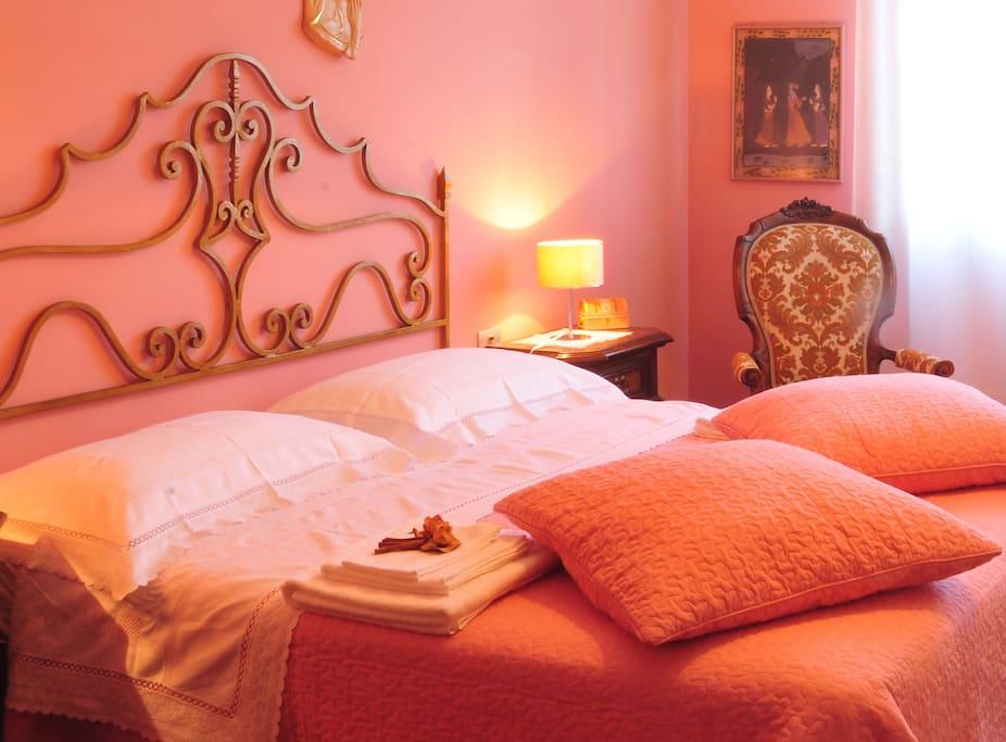 Camera da letto matrimoniale                      The double bedroom