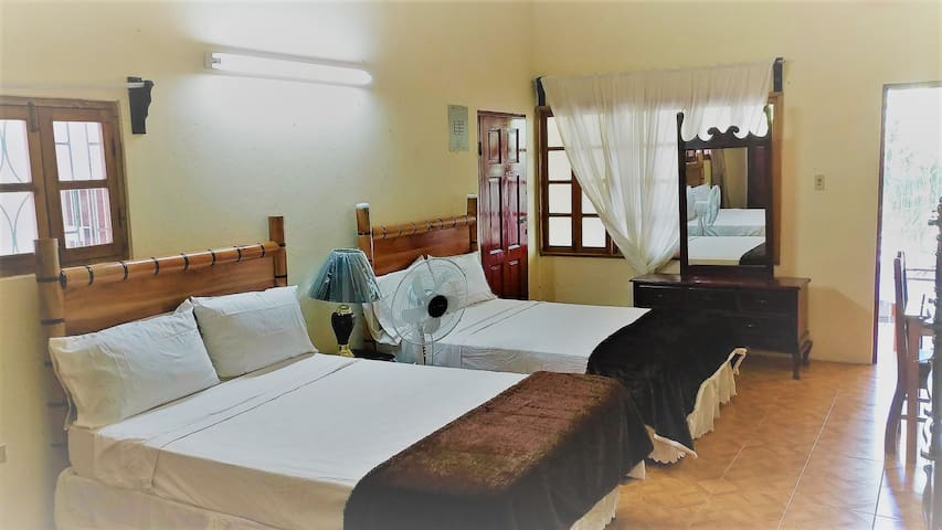Right In The Middle Of Negril - Large Studio Apt 2 - Negril - Byt