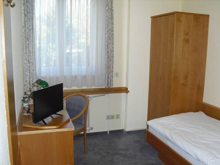Gasthaus zur Schnecke - Einzelzimmer mit Bad (Dusche/WC), TV, Free Wifi, Schrank, Schreibtisch