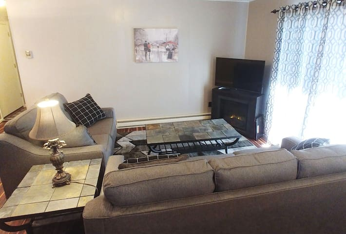 2bdrm - New furnishings - in Fairplay Central