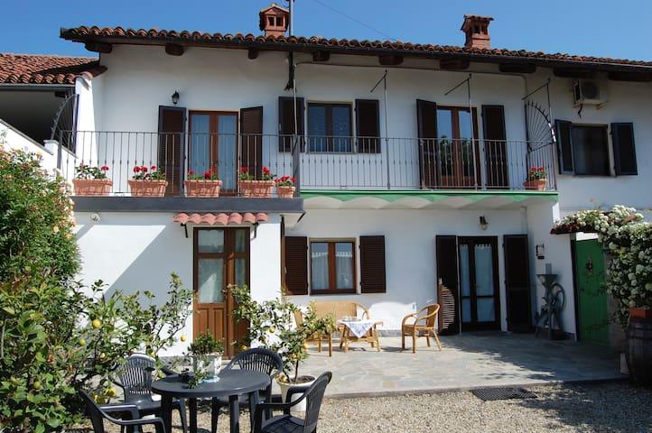 Due camere in campagna con bagno - Foresto - Szoba reggelivel