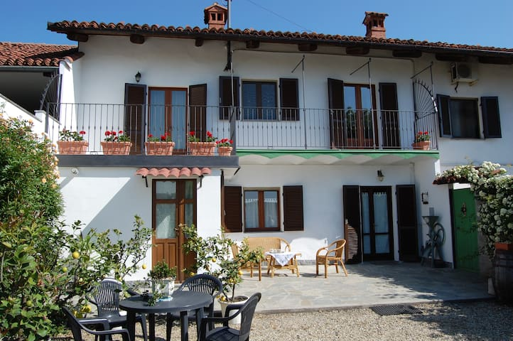 Due camere in campagna con bagno - Foresto - Bed & Breakfast